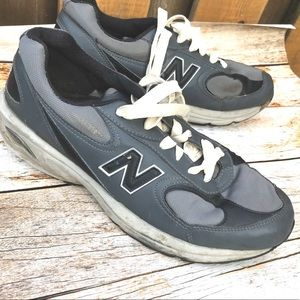 New Balance mens sneakers size 9 grey tennis shoes